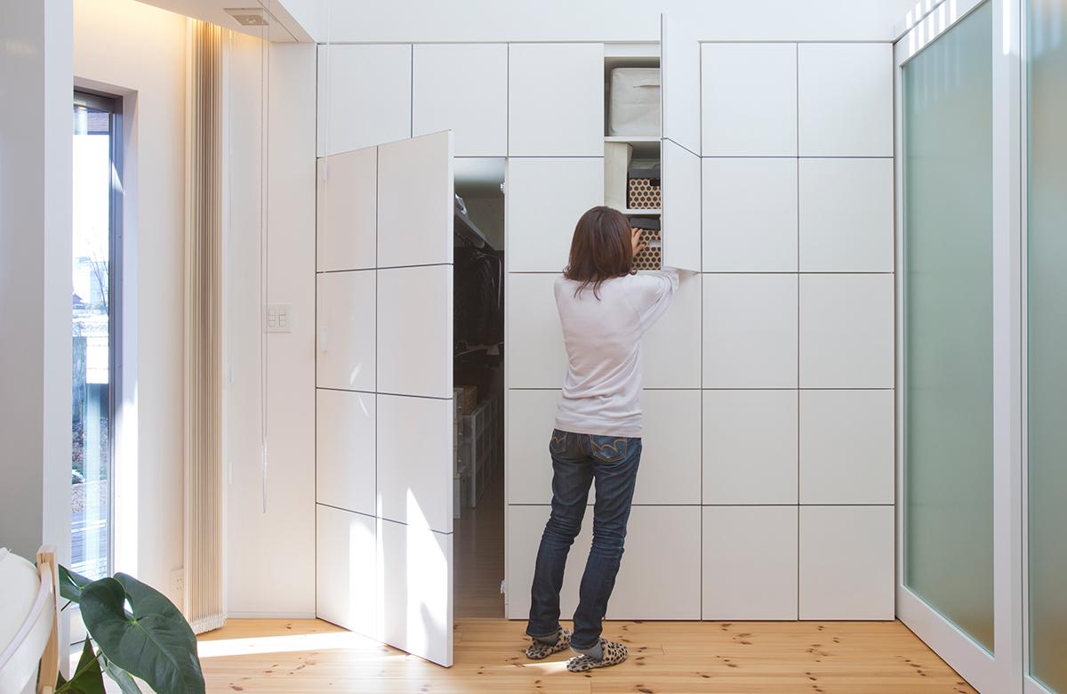壁面収納デザインは、隠し部屋も