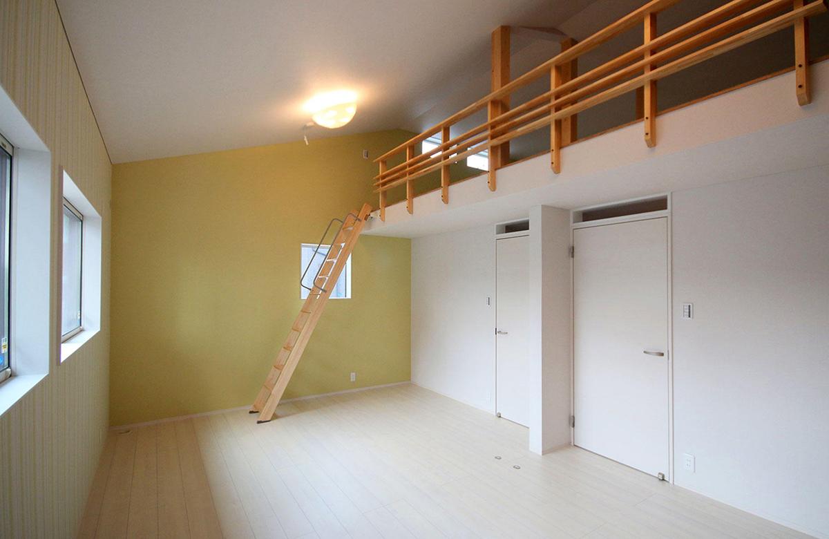子供部屋には多彩に使えるロフトスペースも