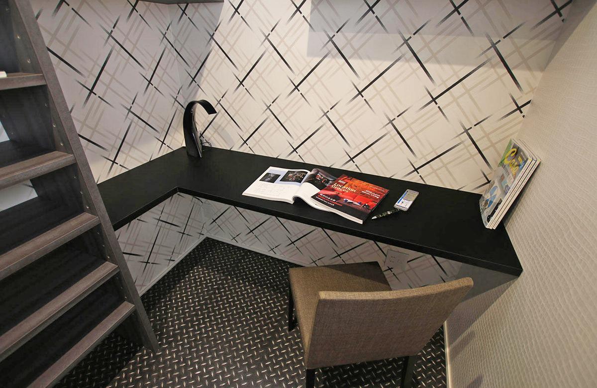 作業に没頭できるコンパクトな書斎スペース