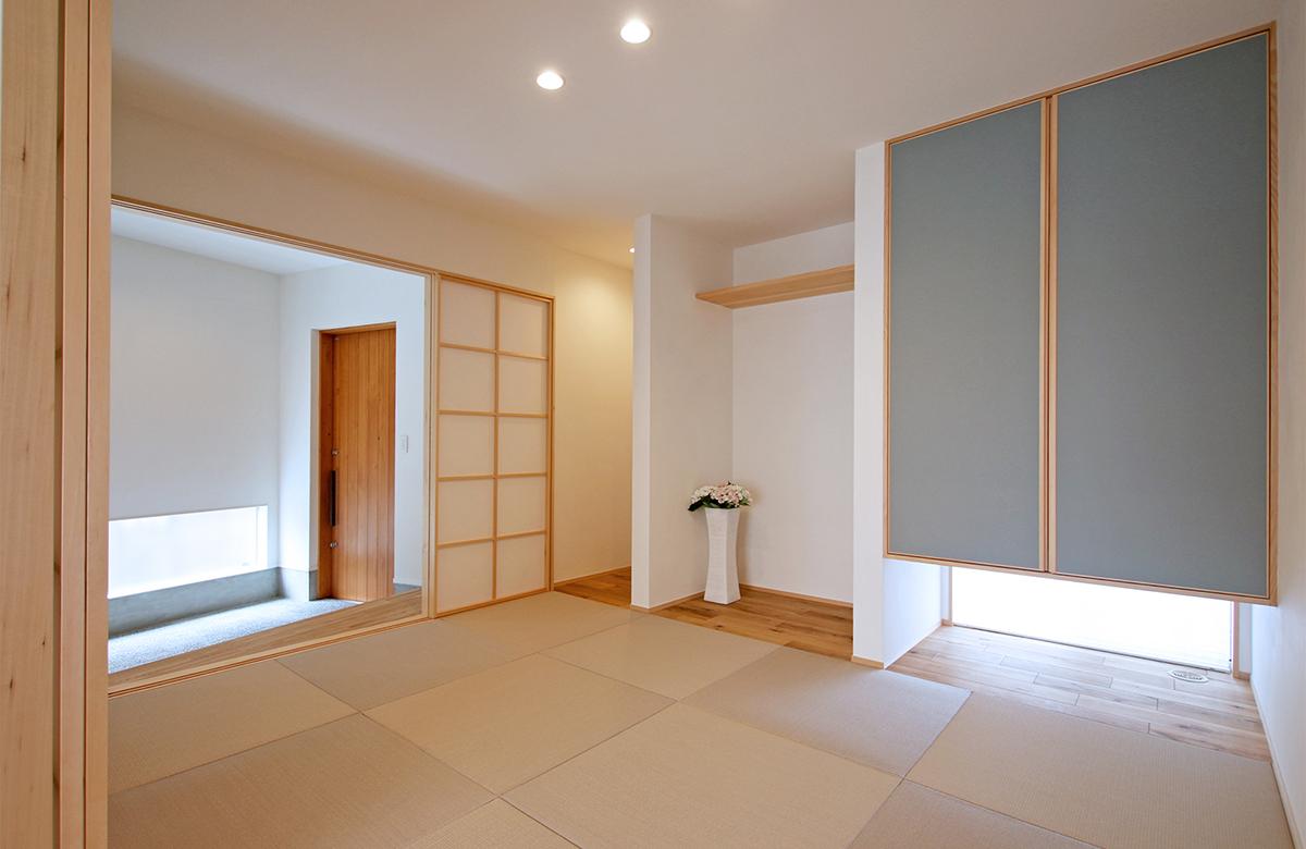 玄関土間から繋がる和室はおもてなしの空間に