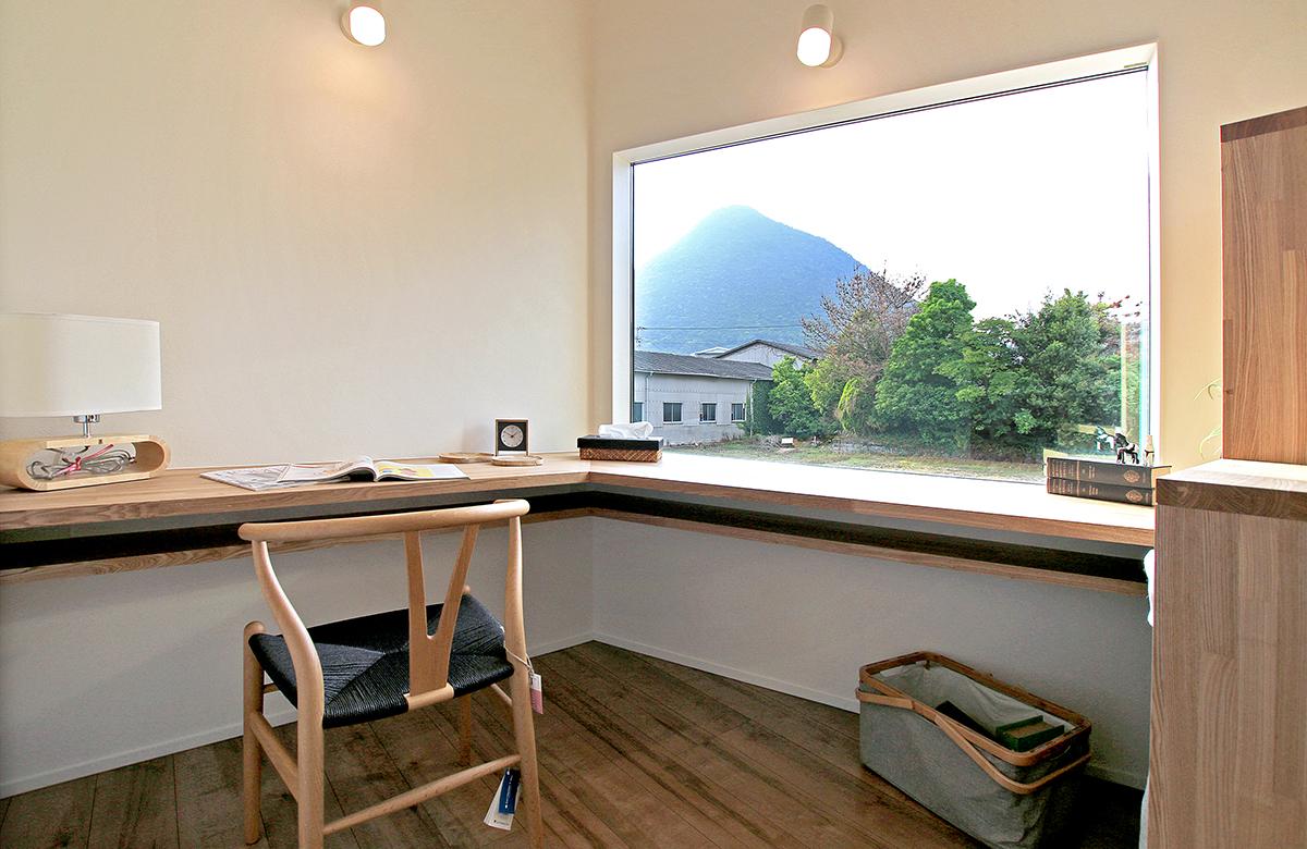 飯野山を望むスタディスペース