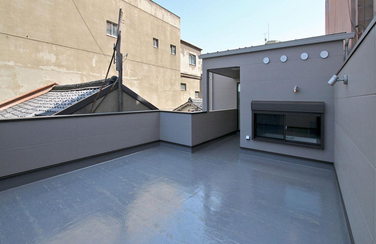 バルコニーも広々と確保し、屋上庭園など多目的に使える場所に