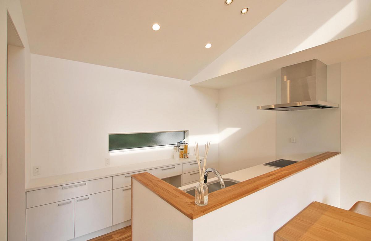 キッチン周りは使い勝手良く、コンパクトに