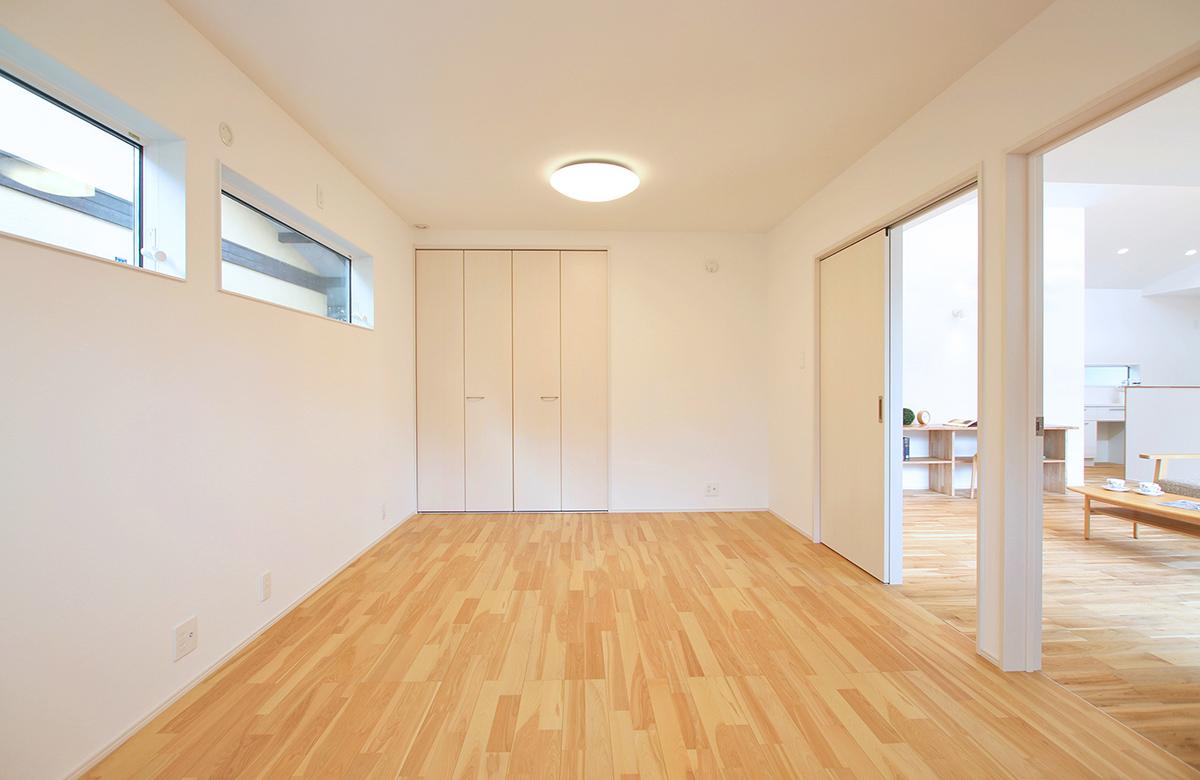 どの部屋でも裸足で過ごしたくなる、こだわりの無垢床