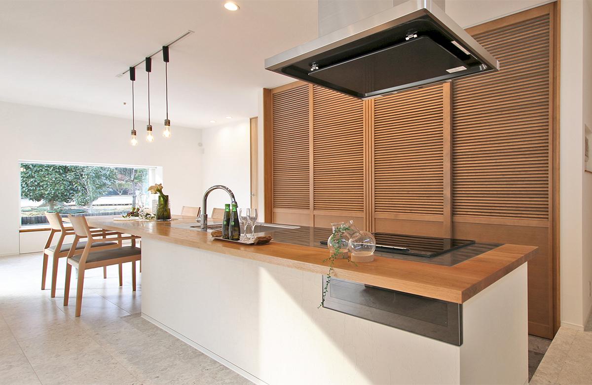 生活感を抑えられるキッチン収納はこだわりのオリジナルデザイン