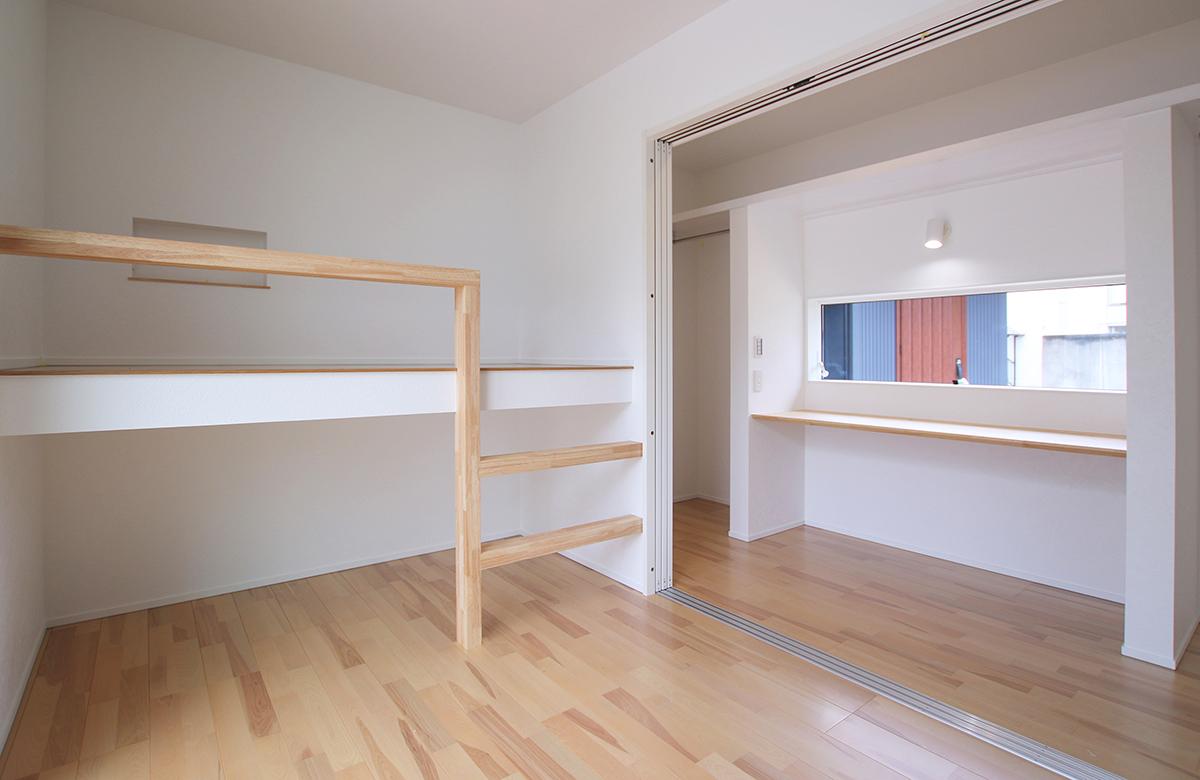 収納と就寝を同時に叶える造作のロフト