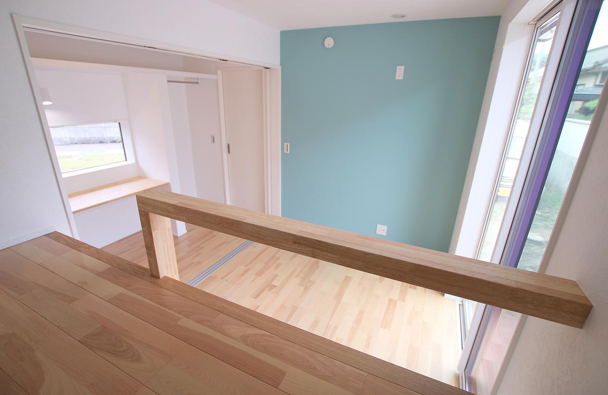 部屋の建具を開放すれば、スタディスペースも子供部屋の一部に