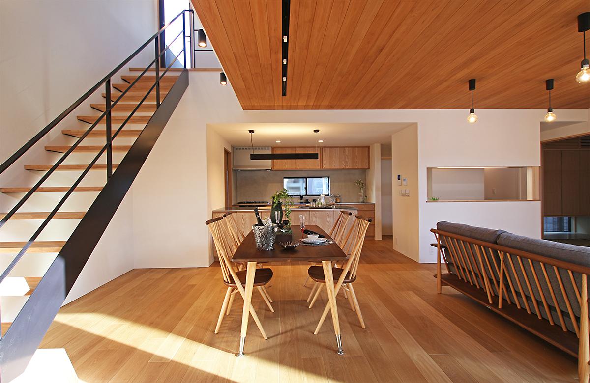 LDKは木質感に囲まれた優しい空間