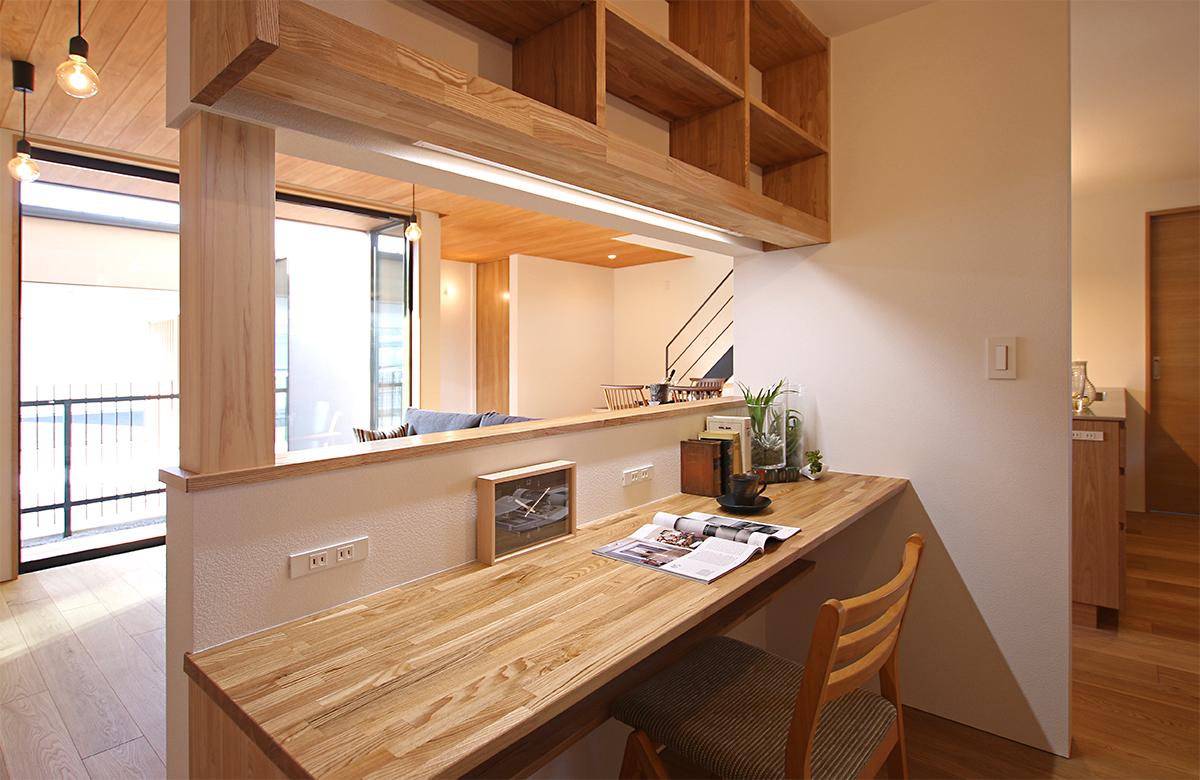 程よい籠り感のある書斎スペース