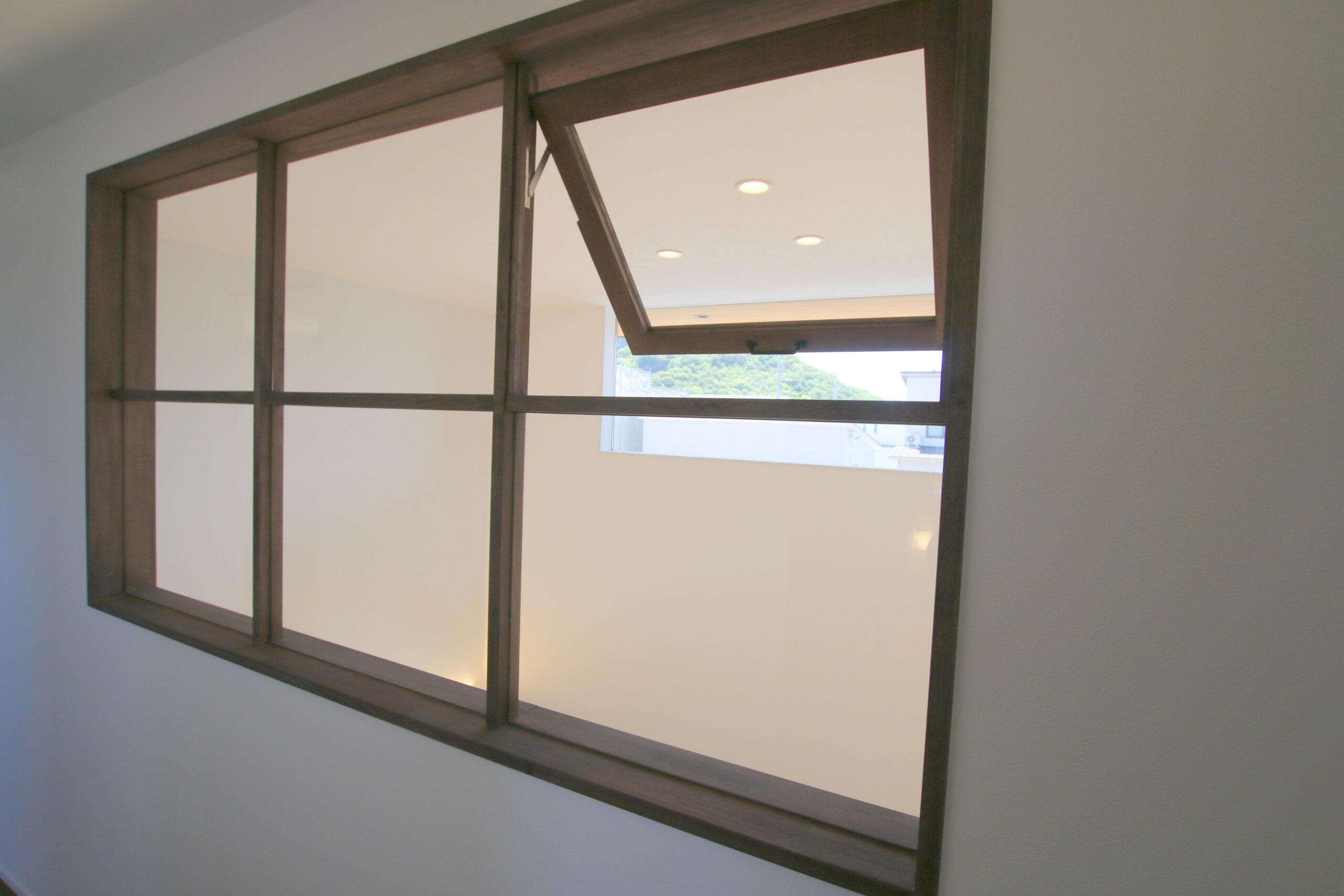 造作のガラス壁でおしゃれに